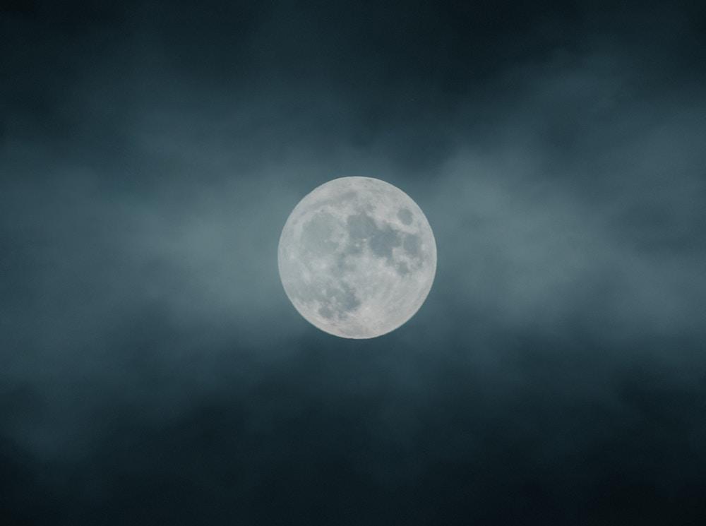Energieën samenbrengen bij volle maan