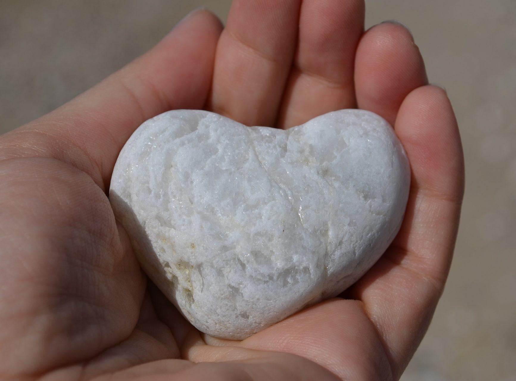 Welke rol kan massage spelen bij het verbinden van hoofd en hart?