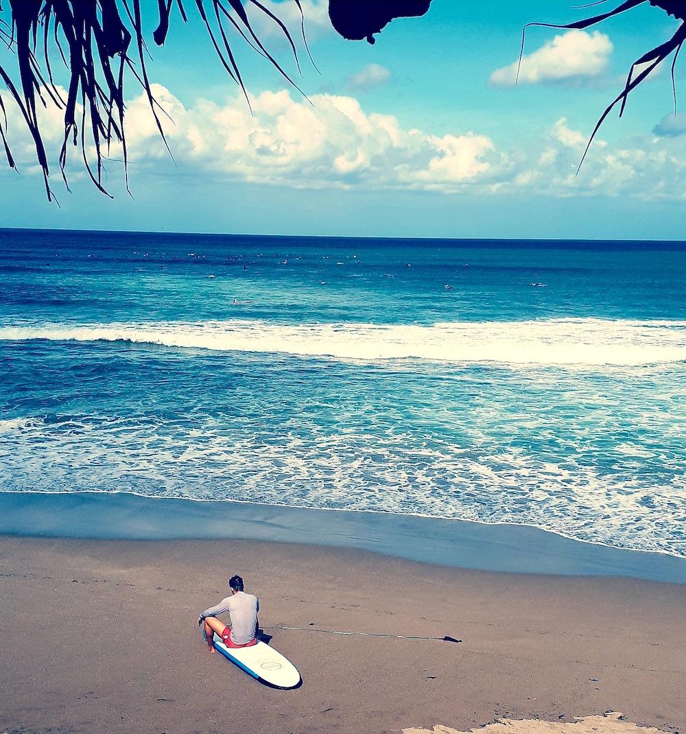 De donkerblauwe Baliblues – Keihard en alle gevoelige snaren rakend