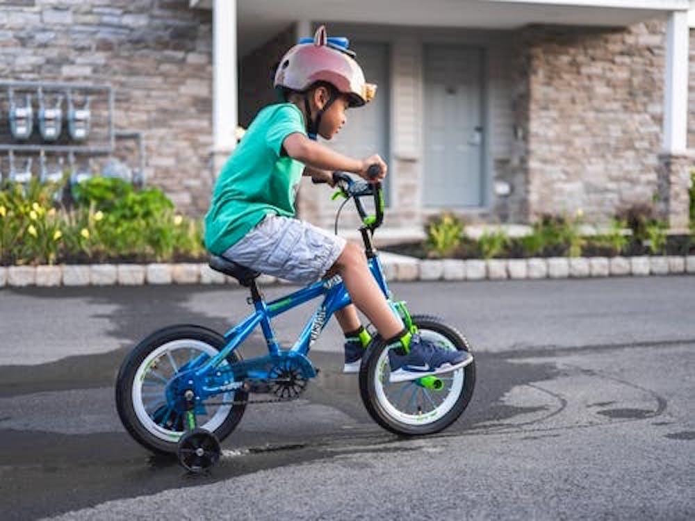 Waarom leren we onze kinderen wel fietsen en moeten zij seks zelf uitvogelen?