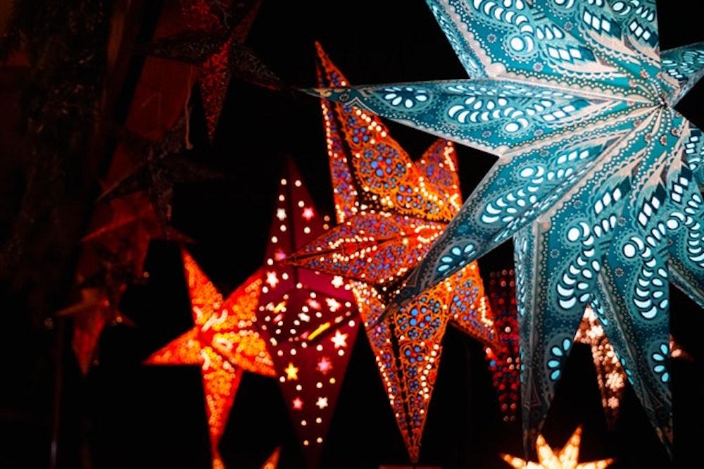 Kies jij voor kerstverplichting of kerstverlichting met kleur?