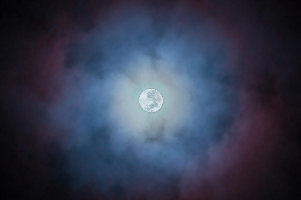 Wat de maan voor uitwerking heeft is persoonlijk en af te lezen in de lunaar