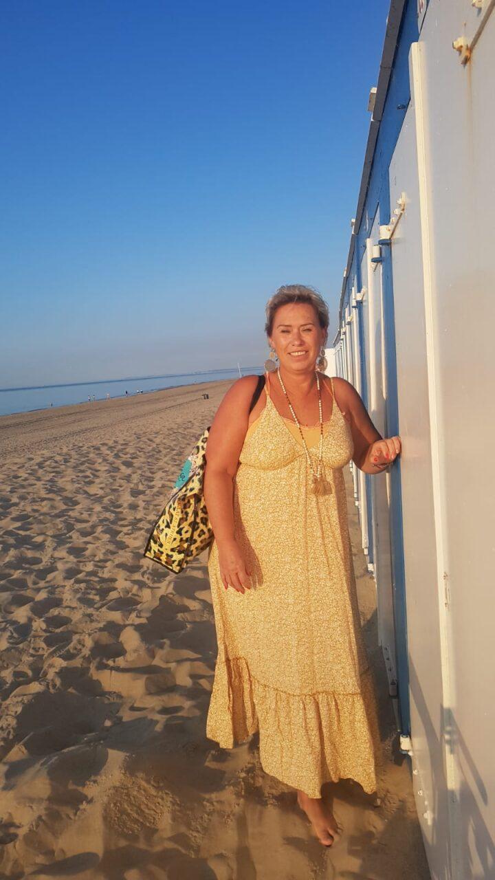 Met mijn gele jurk uit Bali teken ik voor Spanje