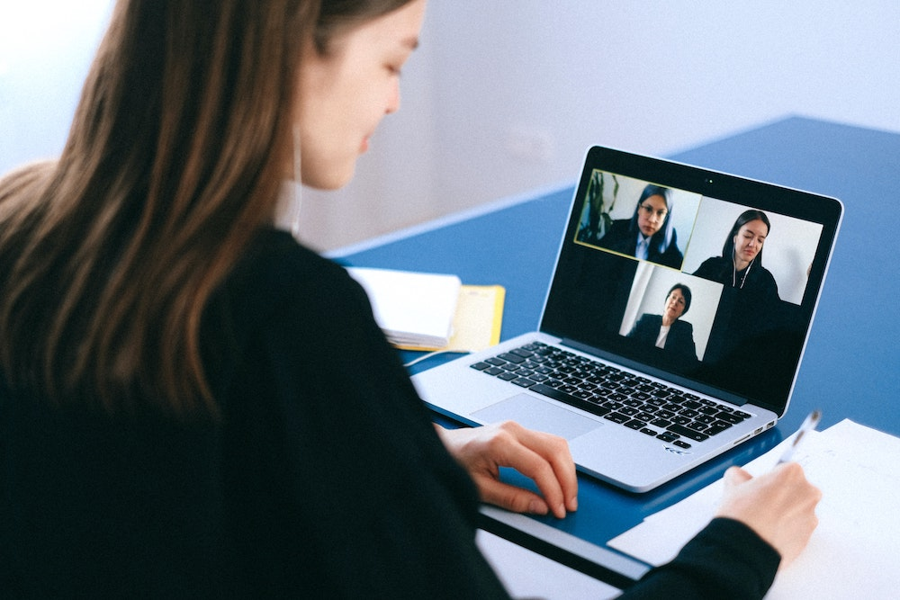 Handige tips om energieker te videobellen