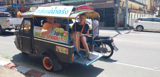Droom-Durf-Doe-Katrin-en-Roy-in-tuktuk